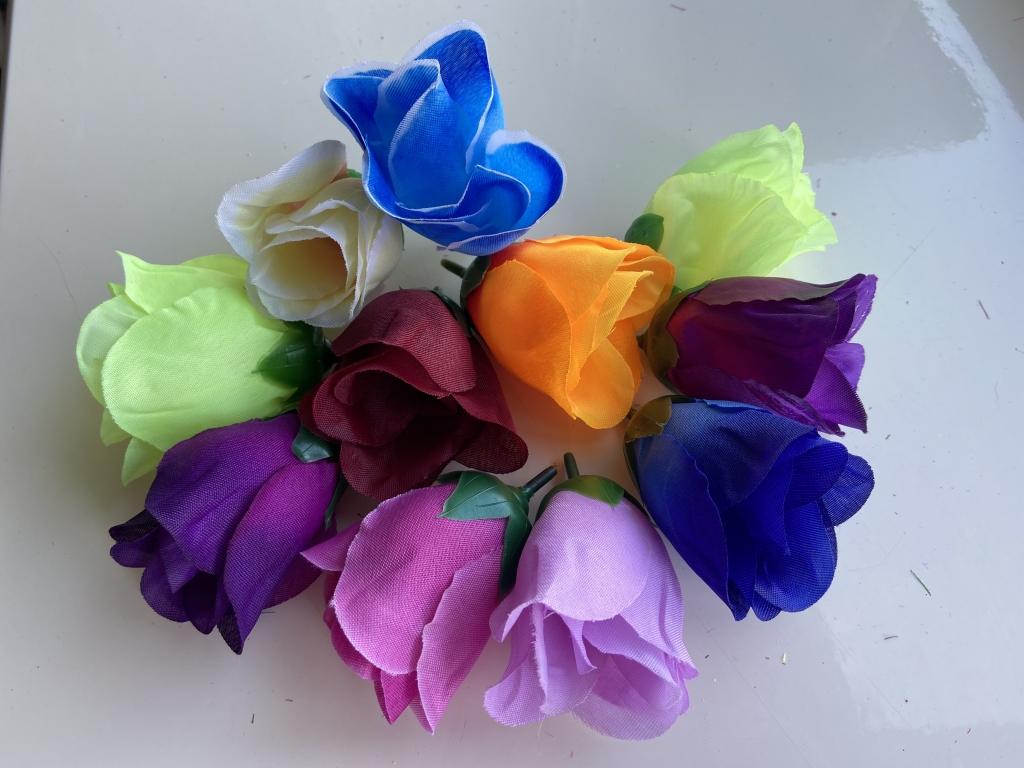 Бутон троянди з тканини